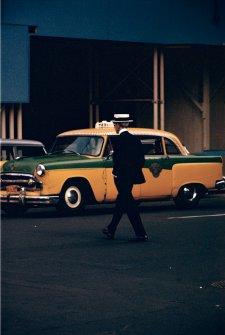 """Saul Leiter: Straw Hat, ca. 1955. © Saul Leiter. Courtesy Howard Greenberg Gallery, New York. Aus der Ausstellung """"Saul Leiter-Retrospektive"""", Deichtorhallen Hamburg 3.2.-15.4.2012."""
