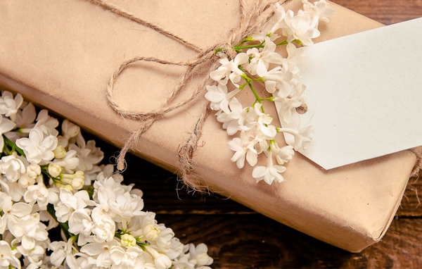 Wedding Gift Etiquette: All Your Gift Giving Questions