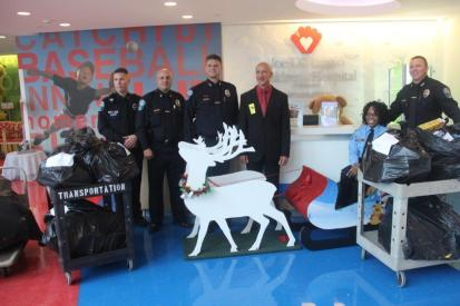 dimaggiospolice2 Hollywood Police visit Joe DiMaggio Children's Hospital