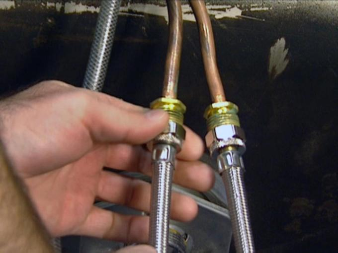 Connecting the Hoses