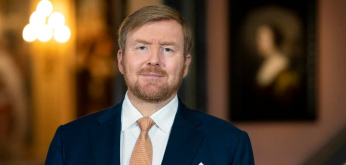 Koning Willem-Alexander legt krans op verder lege Dam op 4 mei en houdt toespraak