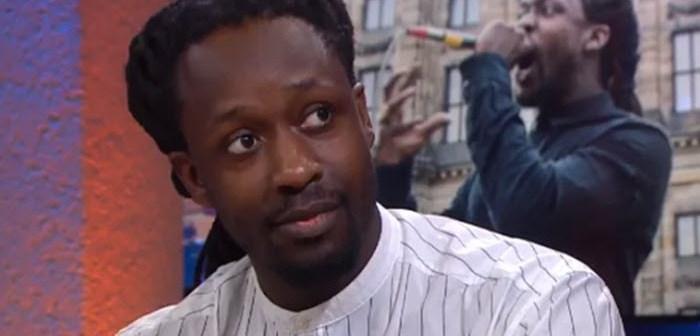 Daar is 'zwarte Piet' rapper Awasi weer – 'Er is wat mis met Nederland'