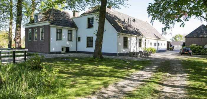 BINNENKIJKEN – Verhuizen Meilandjes van Hengelo naar deze woonboerderij van 2.75 miljoen euro in Leiderdorp?