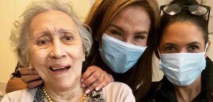 Patty met dochter Priscilla op boek bij moeder Gerda (93) met wie het niet zo goed gaat