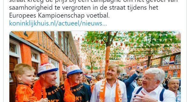 ZUCHT… Voetbalgekke koning Willem-Alexander overtreedt weer de coronaregels