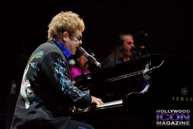 Sir Elton John Yakima Sundome © JB Brookman Hollywood Icon Magazine-12f