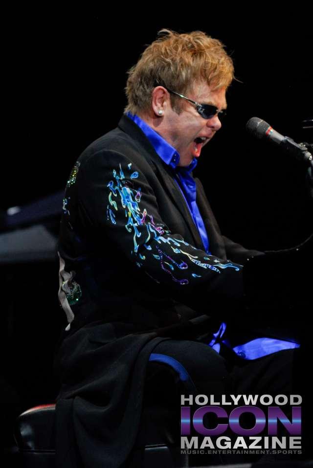 Sir Elton John Yakima Sundome © JB Brookman Hollywood Icon Magazine-19f