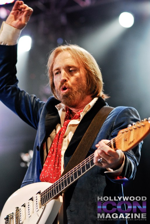 Tom-Petty-and-The-Heartbreakers-Hollywood-Bowl-LA-©-2010-JB-Brookman-Photography-Hollywood-Icon-Magazine--1-4f