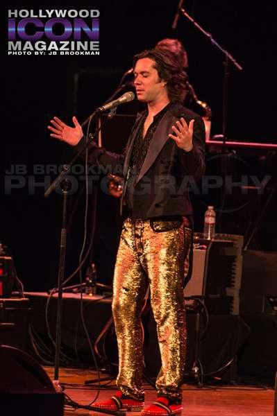 Rufus Wainwright performs in Los Angeles.  Photo: JB Brookman