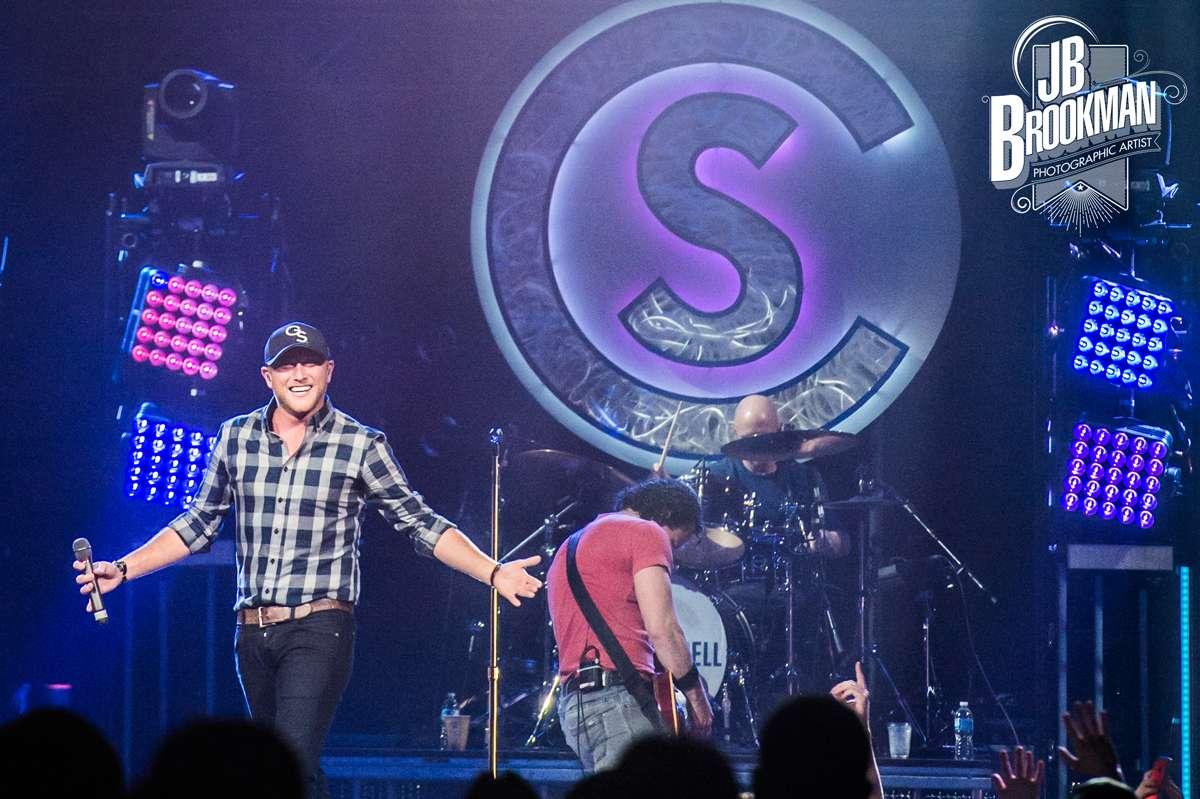 Jason Aldean Burns The Stage Down At Nashville Romp (Live Photos)