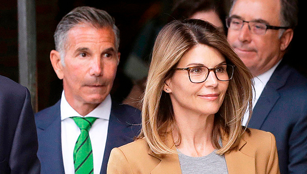 Lori Loughlin & Mossimo Giannulli Pay 0K Fines In College Bribery Case – Gadget Clock