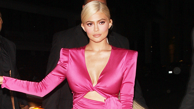 Kylie Jenner Reveals Private Jet's Pink Interior In New Photos – Gadget Clock