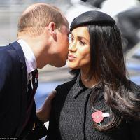 Королевская вражда? Принц Уильям сделал вид, что занят своим шарфом и полностью проигнорировал Меган Маркл. Эксперты по языку тела и комментарии соцсетей. Что нам известно?