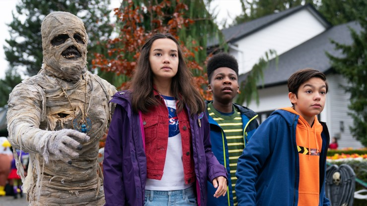 Christian J. Simon, Malachi Barton, Sophia Hammons in 'Under Wraps'