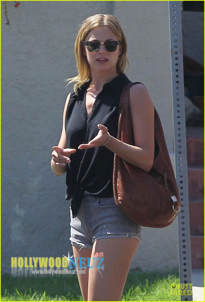 Emily Vancamp Profile Biography Pictures News