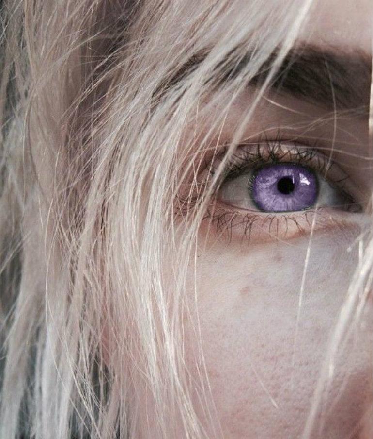 バイオレットの瞳