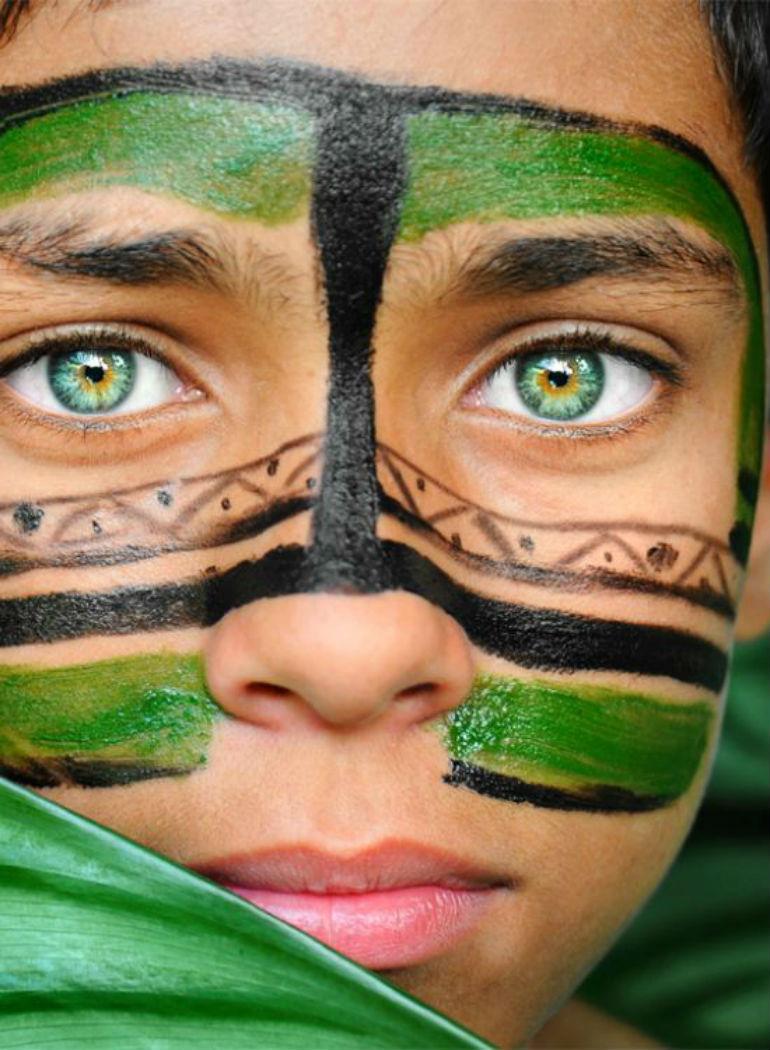 グリーンの瞳