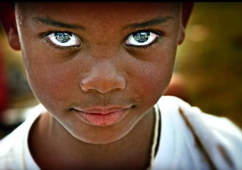 美しい黒目