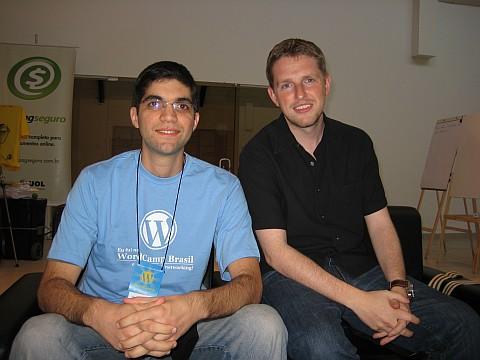 Henrique Cintra e Matt Mullenweg no WordCamp Brasil