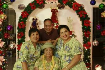 Mom, Dad, Lola & Auntie Linda, Christmas, 2006