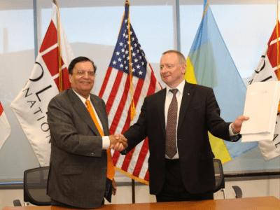 Dr. Kris Singh and Yuriy Nedashkovsky after document signing