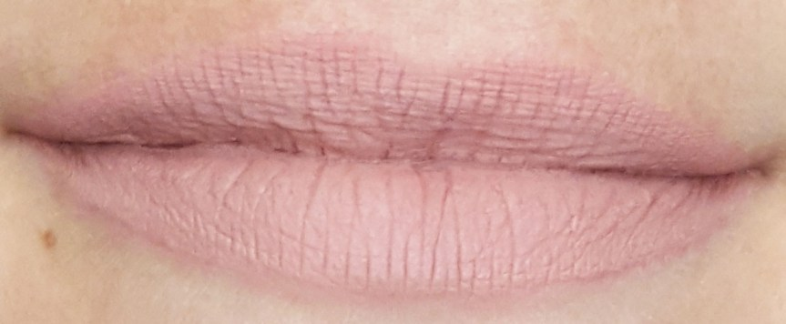 Holy-loli-lip-lingerie-nyx-swatch-lèvres-satin-ribbon