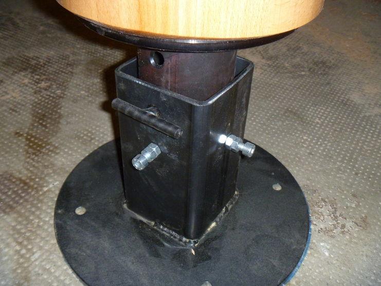 Holzpuppe Buche mit Stahlfuß