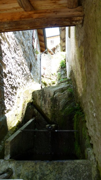 überdachter Brunnen