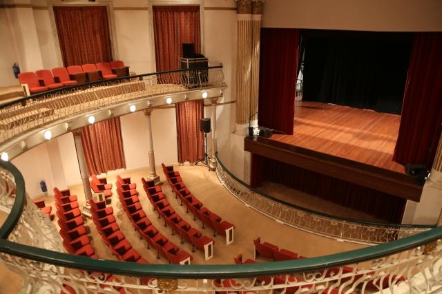 2階サイド席から見たバレエ、オペラの劇場
