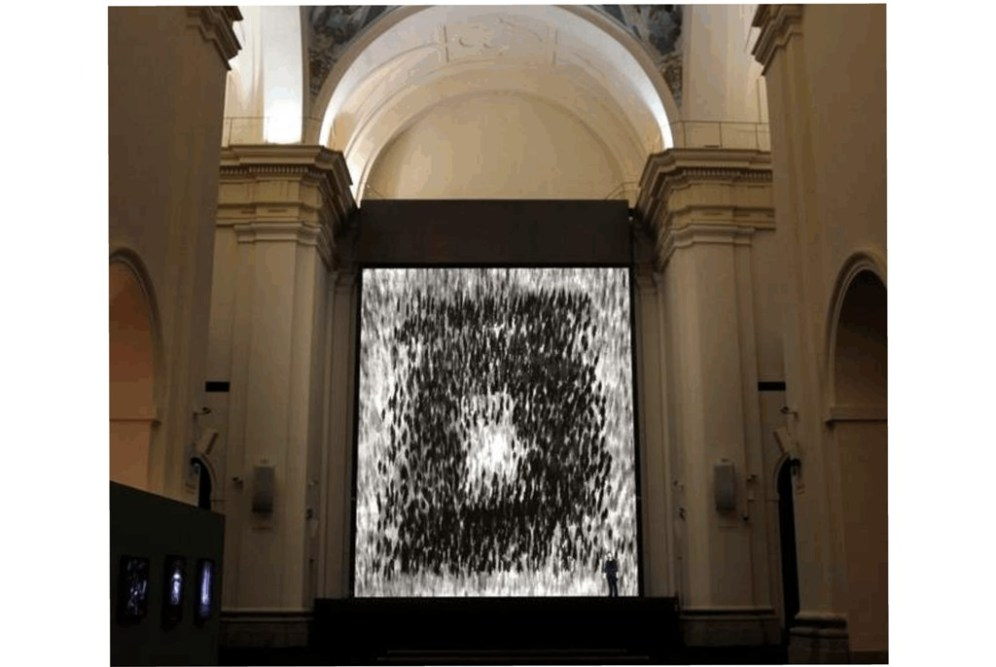 03. Videoproyección de Michael Rovner instalada en 2014 donde estuvo la estructura hombredepalo