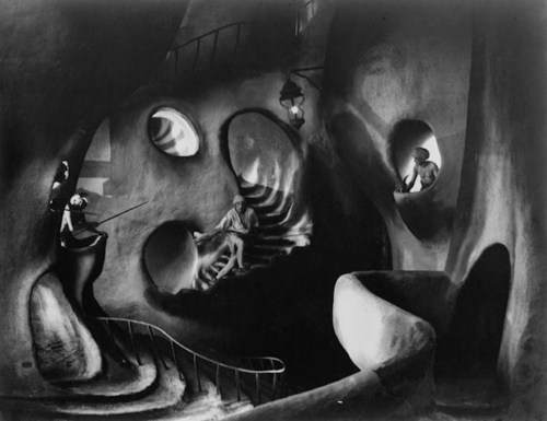 De caligari a Hitler 2 Cine expresionista - El museo de las figuras de cera escenario expresionista