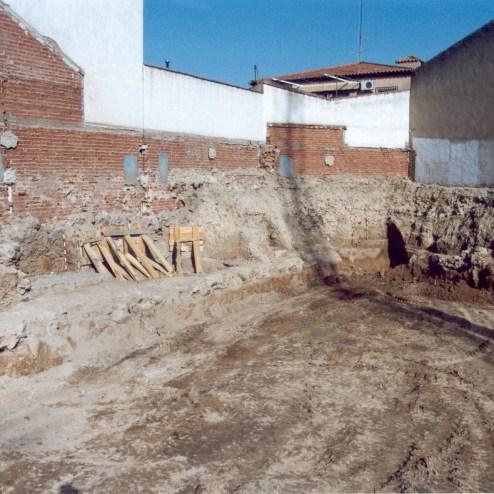Sondeos en los lados norte y oeste, con el apuntalamiento de la cimentación de los edificios anexos planteados por la dirección arquitectónica del proyecto