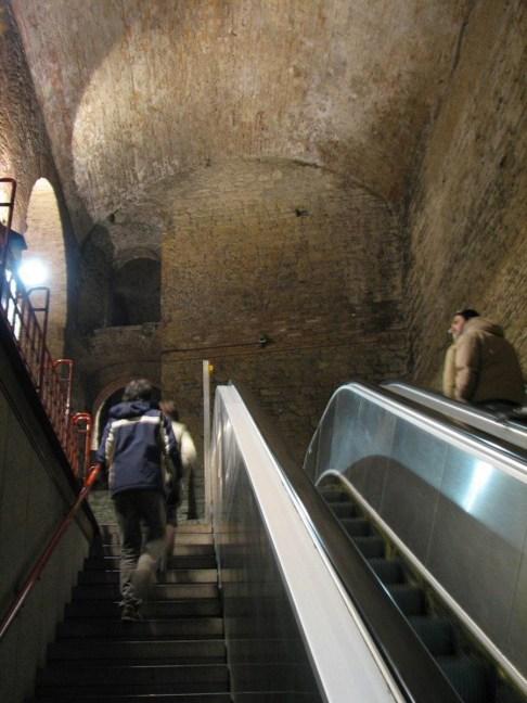 Escalera de Perugia. Paso por la Rocca Paolina.
