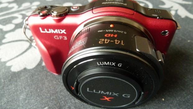 Panasonic Lumix DMC-GF3X roja de frente