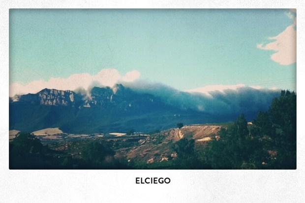 Nubes deslizándose montaña abajo, Elciego, Rioja Alavesa