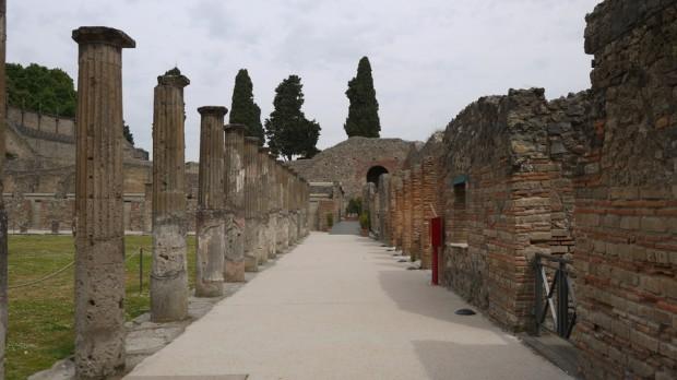 Columnas en una avenida de Pompeya