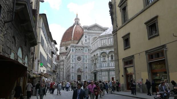 El majestuoso Duomo, casi irreal a lo lejos