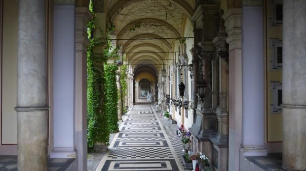Corredores del cementerio Mirogoj en Zagreb