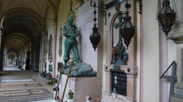 Detalle de tumba en el cementerio Mirogoj en Zagreb III