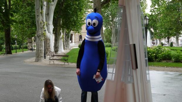 Un extraño ente de color azul