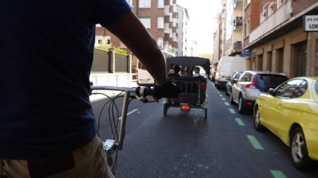 En triciclo ecológico por las calles de Vitoria