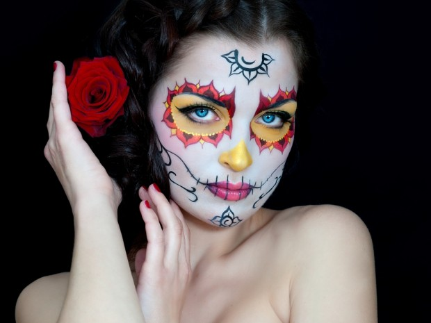 Novia muerta en máscara de calavera
