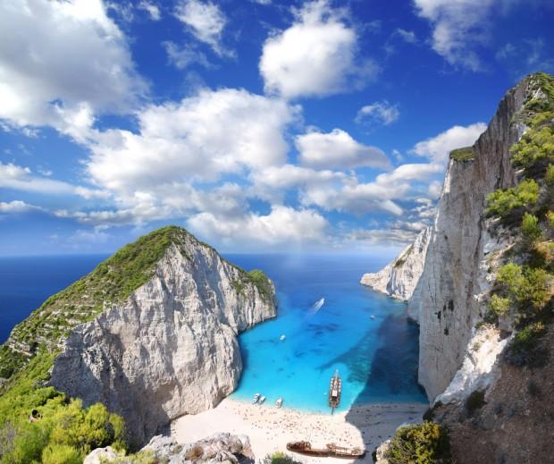 La famosa playa de Navagio en Grecia