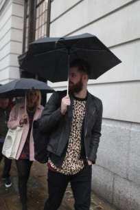 Moda en la calle, animal print para hombres (7)