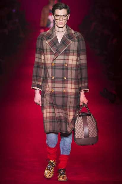 Abrigo tartán de Gucci de la colección otoño/invierno 2016-2017