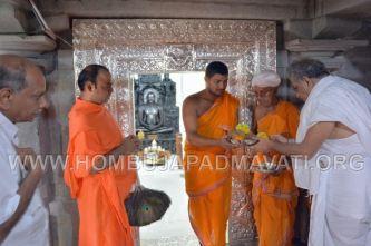 Hombuja-Jain-Math-Dharmasthala-Veerendra-Hegde-Visit-0003