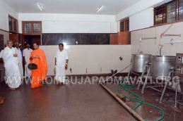 Hombuja-Jain-Math-Dharmasthala-Veerendra-Hegde-Visit-0009