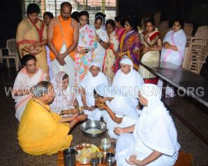 Humcha-Hombuja-Jyothi-Didi-Haldi-Programme-Prior-to-Deeksha-0008
