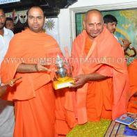 Hombuja-Humcha-Jain-Math-Visit-Nirmalananda-Swamiji-Adichunchanagiri-0016
