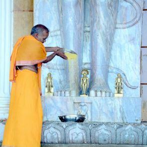 Humcha-Hombuja-Jain-Math-Rathotsava-Day-05-Guddada-Basadi-Parshwanath-Tirthankar-Abhisheka-0007